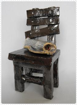 Krzesło z gazetą